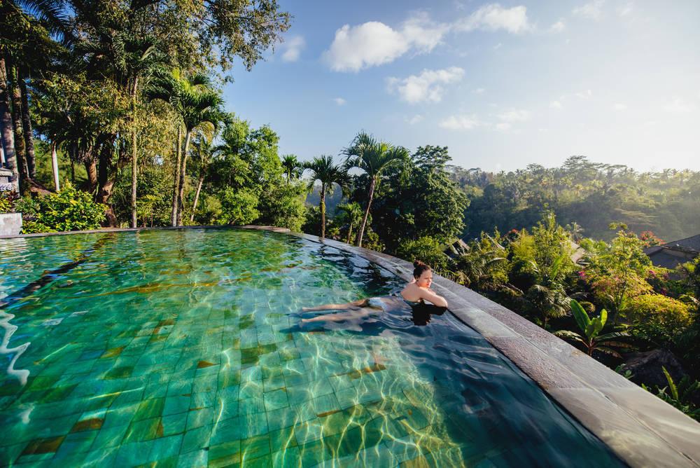 De piscinas y lujos