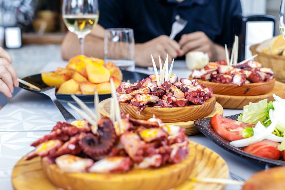 Descubriendo los mejores rincones de Galicia gracias a la gastronomía típica